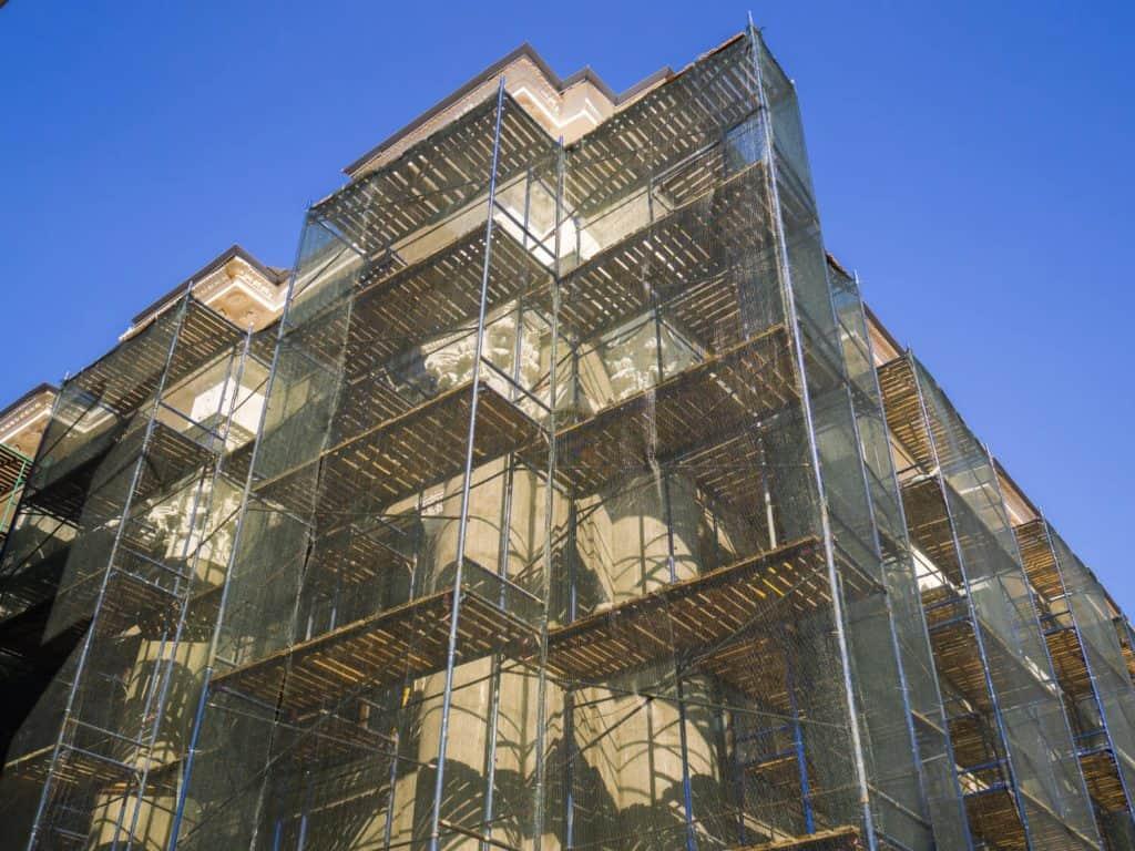 שיקום מבנים עם פיגומים